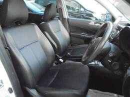 ★フロントシートです。運転席には8ウェイパワーシートが装備されておりますので、細かな位置合わせが可能です。