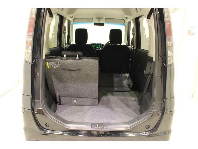 左右分割で操作できる便利なリヤシートなので、荷物の量や乗員人数に合わせて多彩なシートアレンジができます