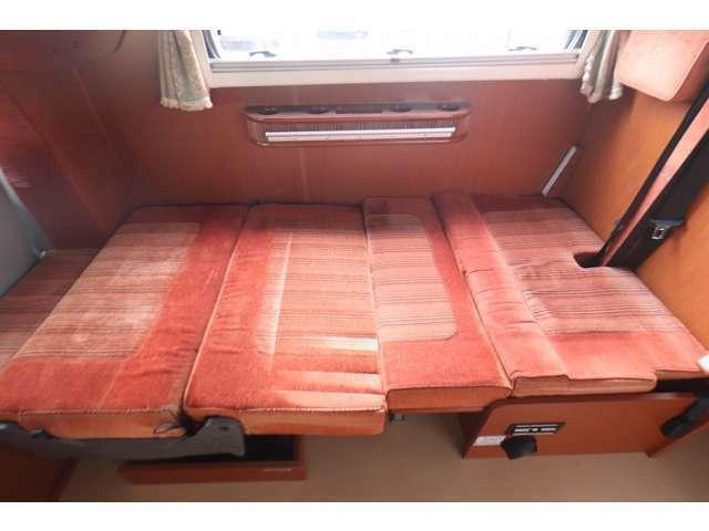 ダイネットベッドは180×90!