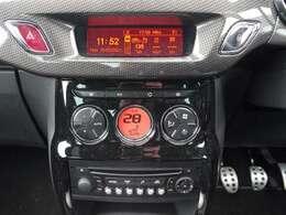 使いやすいレイアウトの空調スイッチ類です。スイッチも大きく、気温に合わせて直感的に操作できそうですね。操作もしやすく、車内をいつでも快適に保てます。