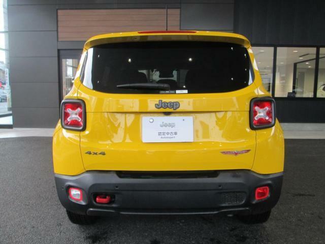 車体後ろにはJeepのロゴがあるので、後続車にもそのブランドをアピールします!