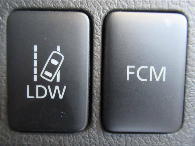 【衝突軽減ブレーキ(FMC)】万が一のときにレーダーやセンサーなどが前方障害物や車両などを検知し、衝突の可能性がある際に緊急ブレーキをかける機能です。
