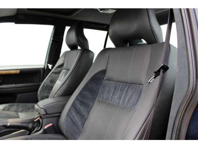 ふかっとした座り心地のシート。ソファで寛ぐ感覚。フロントシートにはシートヒーターが装備されており、冬場快適。