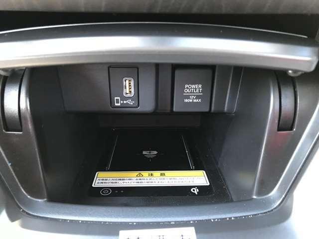 フロントコンソールにはQi(チー)規格対応のワイヤレス充電器が搭載されております。ケーブルを抜き差しせずに、快適に充電いただけます。