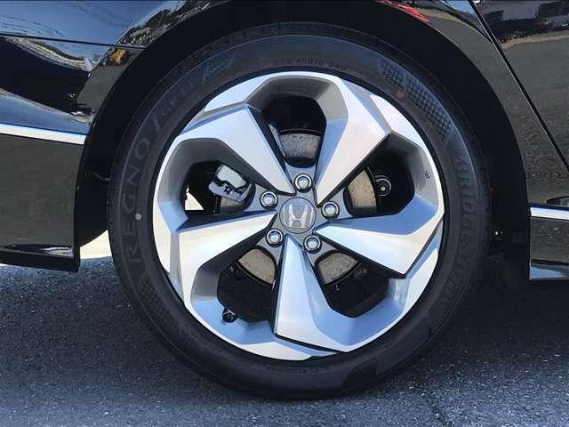 18インチ純正アルミホイール付!ノイズリデューシングホイールですので運転時の騒音を低減することができます。