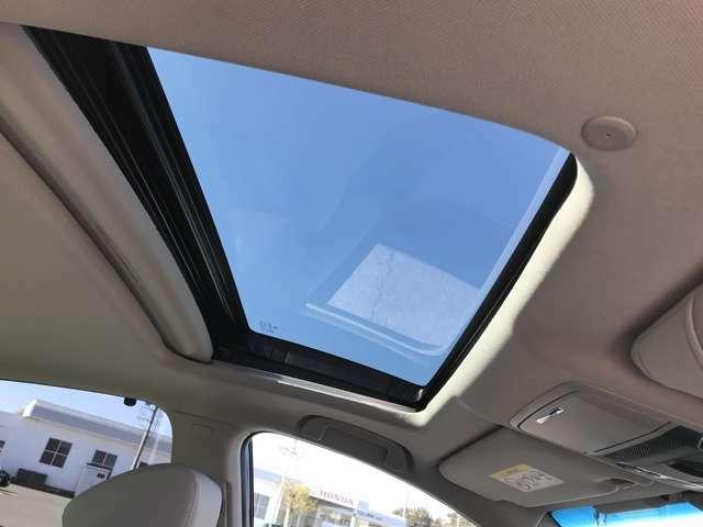 サンルーフにはチルトアップ機構も付いておりますので、ドライブ中の開放感を演出します!