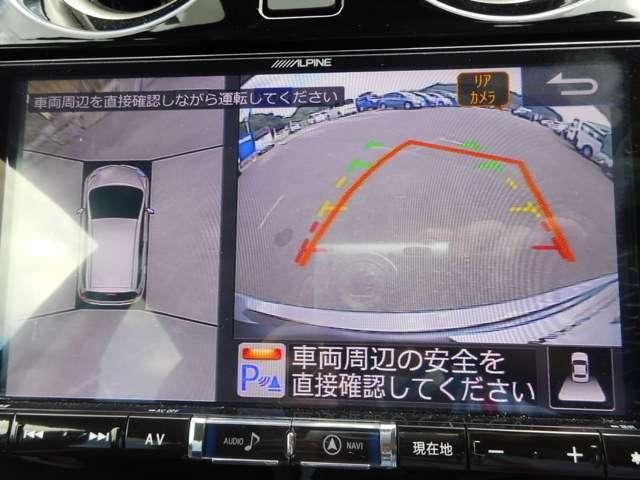 空から見下ろすような視点でモニター画像を見ながら駐車できるアラウンドビューモニター