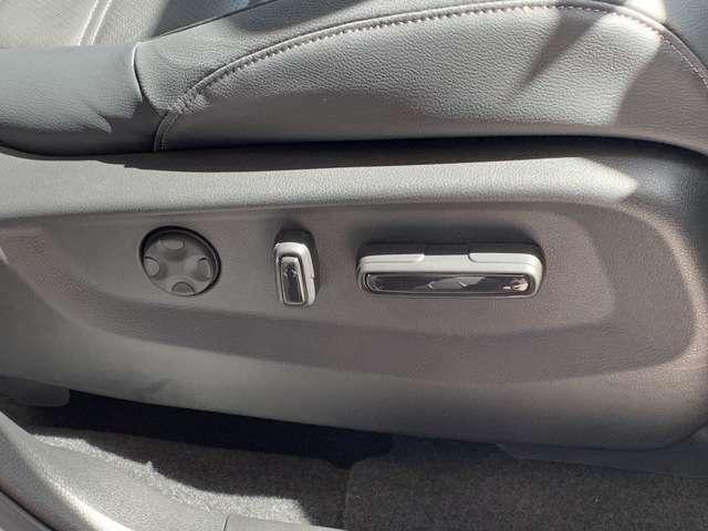 運転席のシートは電動シートになっております!微調整もできるので、便利ですよね!