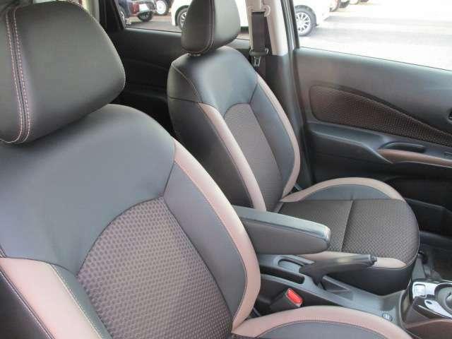 厚みがあって、座り心地のいいソファのようなシート。運転的も助手席もリラックスしてゆったりと座れます。