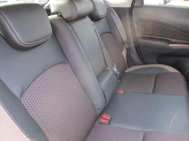 コンパクトカーにも関わらず、足元広々空間になっておりますので長距離ドライブになっております。