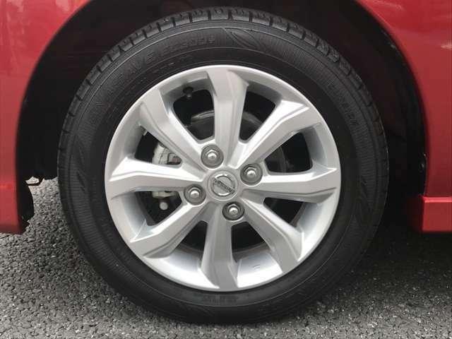 タイヤ溝しっかり残っています。