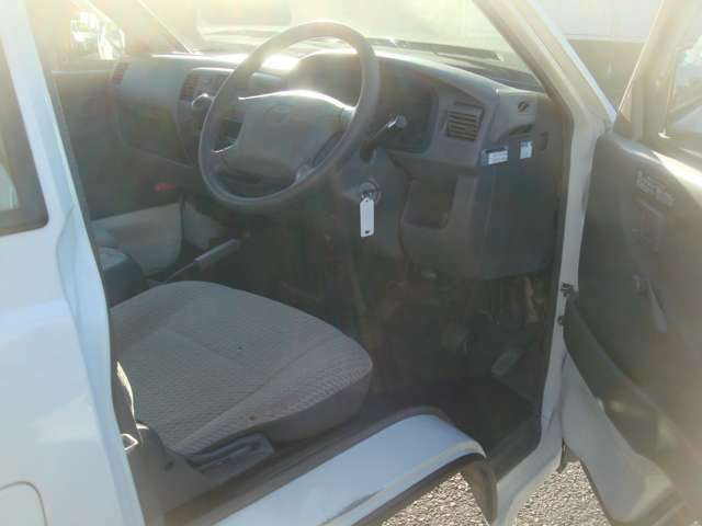 布タイプシートD席補修跡あります