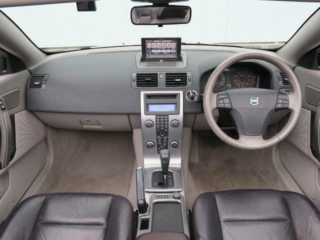 ボルボのコンバーチブル『C70カブリオレ』が入庫しました!電動ハードトップで思いのままにクーペからカブリオレへ。運転席パワーシート&シートヒーター(メモリー機能付)で快適なドライブをお楽しみ下さい♪