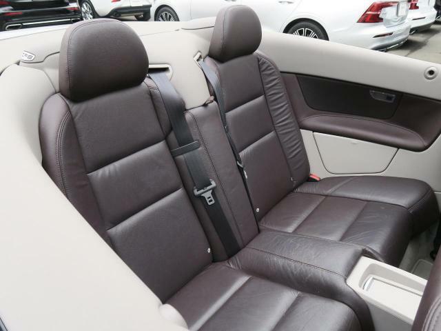 ?後席も使用感はほとんど感じられず大変綺麗なコンディションを保って入庫しております。ISO-FIXにも対応したシートを採用し、チャイルドシートも簡単にお取り付けいただけます。