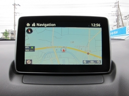 マツダコネクトナビです。手元を見ずに操作できるコントローラーやハンズフリーにより運転に集中して走りをお楽しみ頂けます。Bluetooth/AUXにも対応しています。
