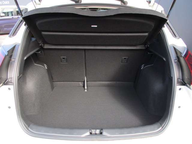 荷物の大きさに合わせてシートアレンジ(6:4分割)ができるので、長尺物でも無理なく載せることができます。