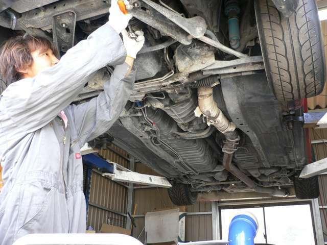 Aプラン画像:チーフメカニックによりお車の隅々まで点検・整備を行い仕上げます。お車により施工内容は全台変わります。またお客様のご要望等も承る事が出来ますので、是非ご相談下さい。