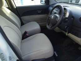 【ワイヤレスキードアロック】 鍵のボタンを押せば、車から離れたところでもドアのロック&アンロックができます!