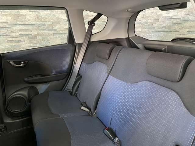 後部座席側も広々としていてとても快適に過ごして頂けます。