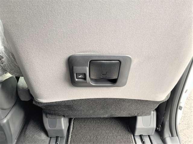 後部座席からもロングスライドの操作が可能なので後席のチャイルドシートのお子様は座らせた後に後席から運転席に座る事が出来ます!