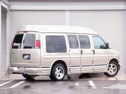全国でも台数の少ないエクスプレス 1ナンバー取得車両。後席ベッドキット装着済みとなり、HDD地デジナビゲーション、後席モニター、18AW、バックカメラなど希少価値の高い一台。安心のディーラー車両