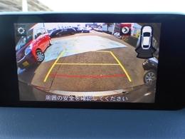 バックカメラで後方もすっきり確認できます