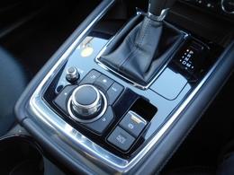 停車時にブレーキペダルから足を放しても停車状態を維持できるオートホールドを搭載