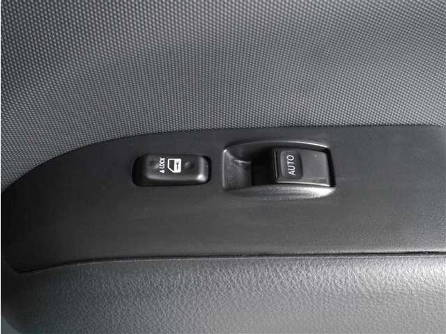 【パワーウィンドウ】運転席にパワーウィンドウが付いています。※グレードによって違いがあるのでご注意下さい。