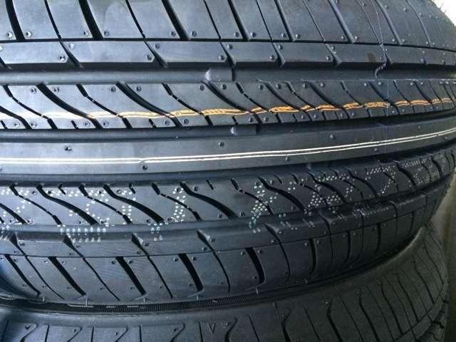 平積みで失礼いたします。こちらの新品タイヤ4本装着致します。