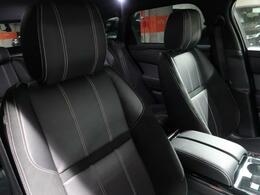 すべての要素が細心の注意を払って設計された美しいコックピット。贅を尽くした造りこみ、快適性、機能性を高次元で満たしたレンジローバースポーツは、どこまでもドライバーのための車です。