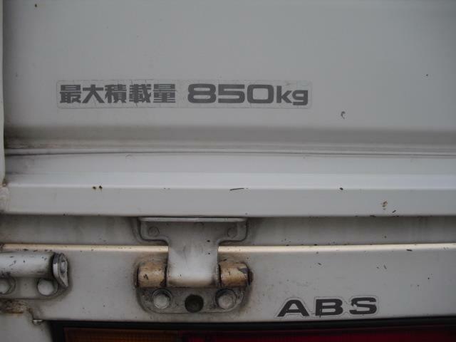 積載量は1tをきる850kですが、ロングの荷台と相まって充分な積載量です