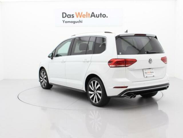 後ろ三面ダークティンテッドガラスですので、プライバシー保護や車内空間の快適性に優れます。