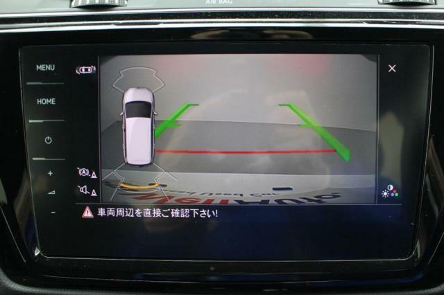 リヤビューカメラはガイドライン表示付きで車庫入れも楽々です。