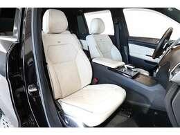 ダイヤモンドステッチ入りのナッパレザーシートはデジーノエクスクルーシブパッケージのオプション付き車にのみ設定されたものとなります。