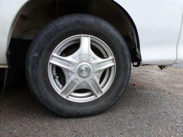 中古・新品タイヤも取り扱っています☆