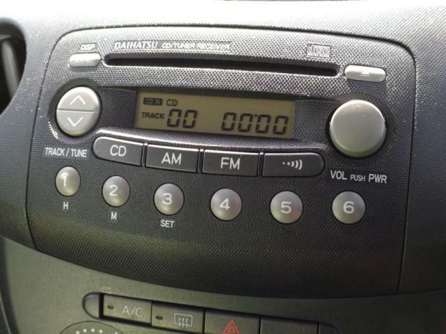 純正CDオーディオ!ラジオとCD機能!