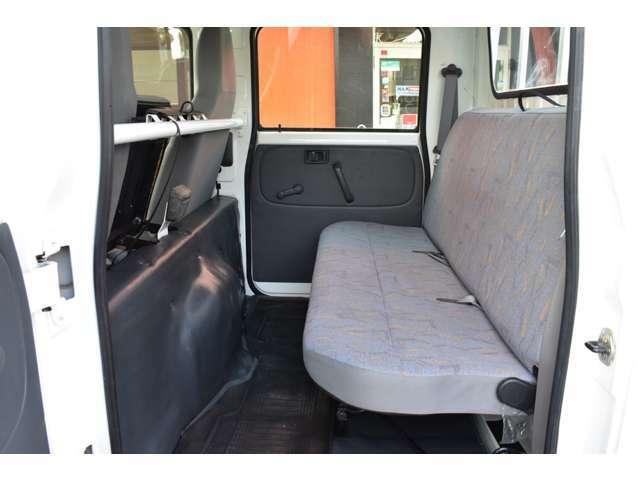 ■後席は人が乗らない時などは道具や荷物などが積めますね■