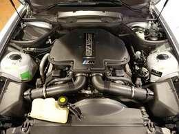 4941ccの排気量で400psの出力と500Nmのトルクを発揮