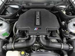 4941ccの排気量で400psの出力と500Nmの最大トルクを発揮