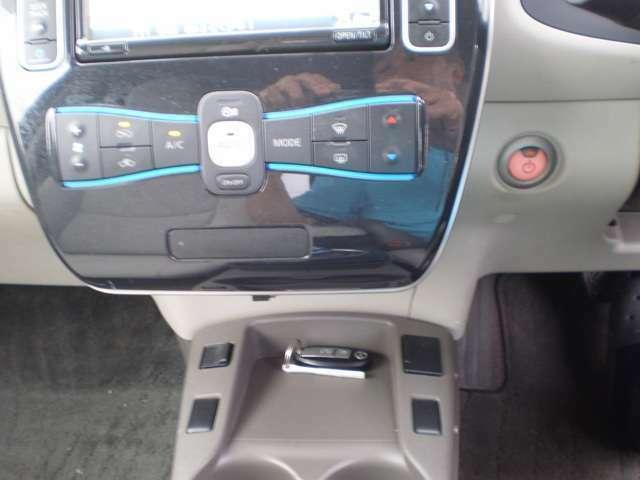 快適装備のオートエアコン(温度設定をすれば、自動で車内の温度管理をしてくれる優れ物です。