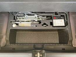 トランク下にはいざというときの工具が付属!