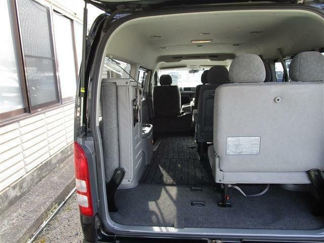 最後部座席はバタフライ式なので、お荷物を載せても ゆとりがありますよ♪