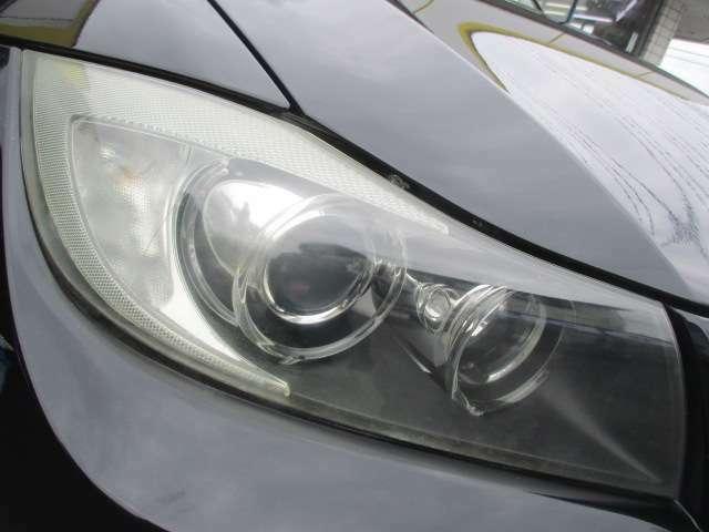 BMWならではのエンジェルアイですので、リング状にライトが光ます♪ヘッドライトは曇りやヒビ割れ等もなくキレイな状態です♪HIDですので消費電力が低いのに広範囲を照らしてくれるので夜間の視界も良好です♪