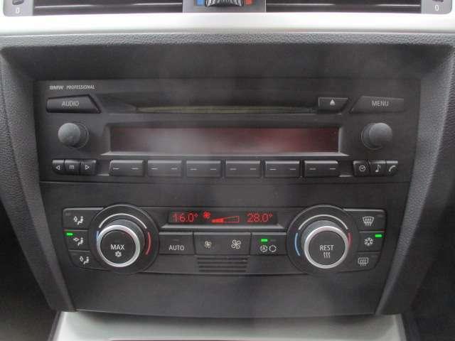 Bプラン画像:エアコンは左右独立型になっておりますので、運転席と助手席で別々の温度調節が可能です♪パネルやスイッチ類にはキズや汚れ等も少なくキレイな状態です♪