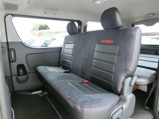 別途オプションで75000円となりますが415COBRAスウェード×レザー調コンビレザーシートカバーも装着可能です!高級感あるシートカバーでオススメの一品です!フィッティングもバッチリです!