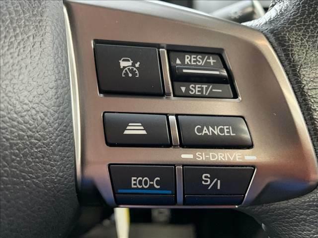 高速走行やロングドライブなどで活躍する追従式タイプの【レーダークルーズコントロール】機能搭載。