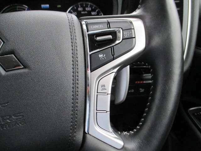 ハンドルにはオートークルーズが装備されています。これがあれば高速道路と定速運転も楽ですね。