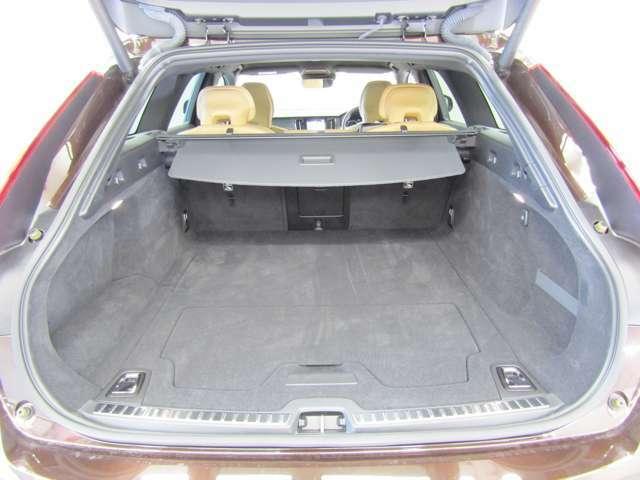 大きなラゲッジスペースはベビーカーやゴルフバッグもゆったり積載いただけます。