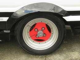 ADVANの14インチアルミホイールが装備されています。タイヤの溝もたっぷり!