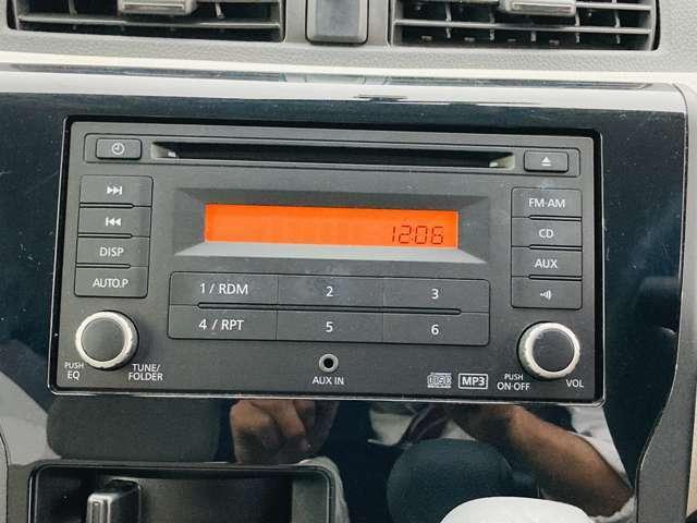 【 純正オーディオ 】こちらのお車には純正のオーディオが装備されております♪AUXにも対応していますので、携帯電話等からお好きな音楽を流すことも可能です♪